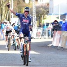 """Gisteren stond er alvast geen maat op Van der Poel in de short track. """"Zondag zal uitpakken er niet bij zijn"""", zegt Christoph Roodhooft."""