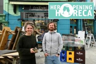 """Café Zeezicht zet terras klaar: """"We gaan eindelijk van alle dagen hopen naar open"""""""