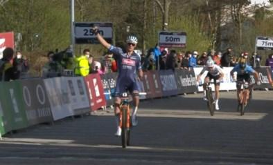 Mathieu van der Poel wint na bijna twee jaar afwezigheid meteen eerste mountainbike-wedstrijd tijdens Wereldbeker in Albstadt