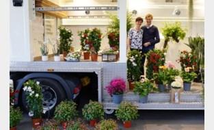 """Ann (54) en Guy (53) nemen na 35 jaar afscheid van bekende bloemenmarkt: """"Hard om je levenswerk voortijdig te moeten stopzetten"""""""