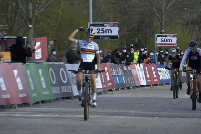 Mathieu van der Poel wint na bijna twee jaar afwezigheid meteen eerste <B>mountainbike-wedstrijd </B>tijdens Wereldbeker in Albstadt