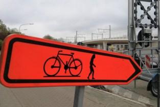 """Deze omleiding geldt voor fietsers en... neanderthalers: """"Strikt genomen is dit vandalisme"""""""