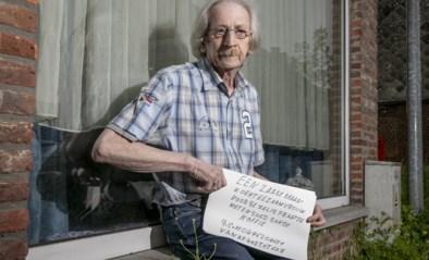 """Julien (67) plaatst hartverscheurend bordje aan venster: """"Eenzame man zoekt eenzame vrouw"""""""