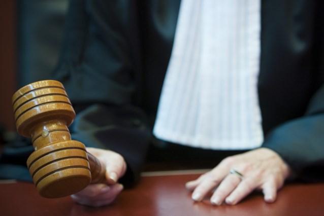 Vier jaar cel voor gepensioneerd acteur die dochters seksueel misbruikte