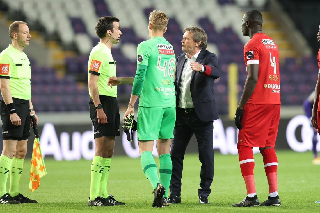 """Frustratie troef bij Frank Vercauteren na gelijkspel tegen Anderlecht: """"Ik zou beter eerst douchen voor ik reageer"""""""