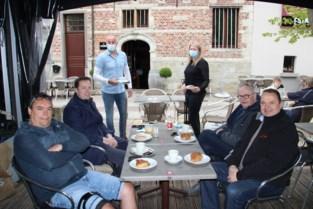 Wandelgroep 'Vrienden van Zaterdagmorgen' opent terras De Passerel Merchtem