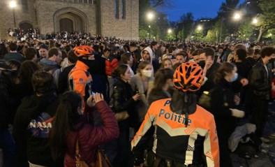 """Politie vraagt feestende massa tevergeefs Flageyplein te verlaten: """"Maar chargeren heeft geen zin"""""""