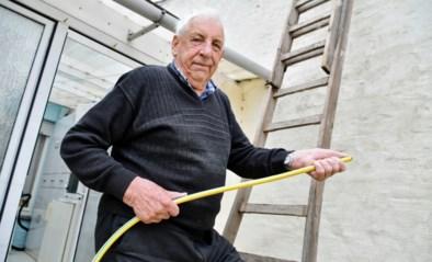 """Ex-pompier gaat brand bij buren te lijf met tuinslang: """"Zelfs 27 jaar na pensioen kwamen reflexen boven"""""""