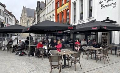 Eerste terrasjesbezoekers tekenen in Aalst om 8 uur present