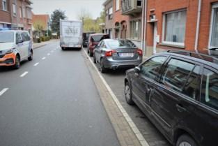 Ook dit is de opening van terrassen: man ramt vier geparkeerde wagens met mobilhome