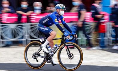 """Evenepoel feliciteert mama voor Moederdag vanuit Giro: """"Mooiste cadeau voor haar is dat ik weer op de fiets zit"""""""
