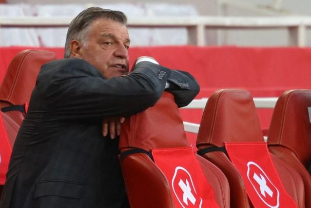 West Bromwich is tweede degradant in Premier League na verliespartij bij Arsenal, dat nog steeds kans maakt op Europees voetbal