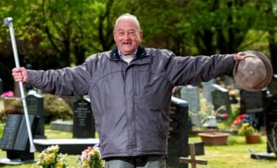 Man (85) moet iedereen ervan overtuigen dat hij nog leeft nadat overlijdensbericht met zijn naam op in de krant verschijnt