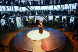 De Carrousel draait de eerste rondjes: coronaproof theater langs de Schelde