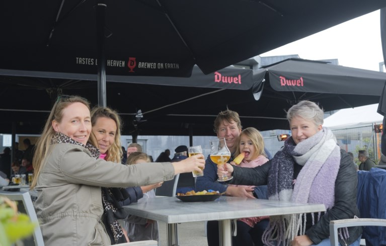 Gezellige drukte op Bonheidense terrassen, maar regen zet ook domper op de vreugde