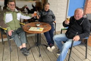 Stipt om 10u eerste pintje bij De Kanunnik in Blaasveld