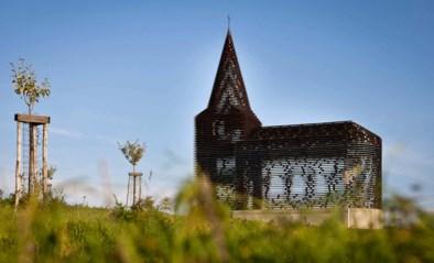 84-jarige vrouw bezwijkt tijdens wandeling aan doorkijkkerkje in Borgloon