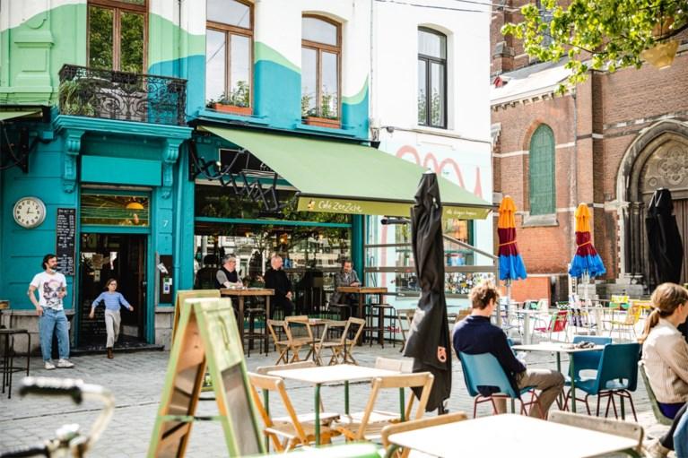 """Café Zeezicht, de pechvogel van het weekend kan dan toch openen: """"Er komen weer frisse pintjes uit de tap"""""""