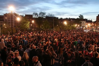 Feestende massa trekt straat op na sluiting terrassen: grote drukte in Brussel, Antwerpen, Gent én Leuven