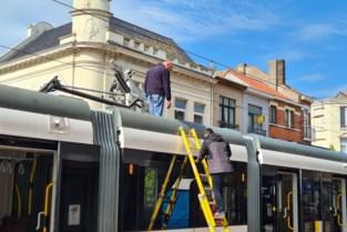 """Defecte tram blokkeert belangrijke doorgangsweg in centrum Blankenberge: """"Hinder zal lang duren"""""""