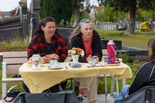 """Jo en Liesbet organiseren koffietafel op kerkhof van Gentbrugge: """"Achter elk graf zitten verhalen, en die willen we horen"""""""