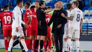 """Boze Real-coach Zinédine Zidane na dubieuze strafschopfase in volle titelstrijd: """"Ik begrijp er niets van"""""""