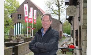 """Uitbater Rudi (64) na 38 jaar achter de tapkraan op pensioen: """"Ik zal aan de andere kant van de toog afscheid nemen van mijn klanten"""""""