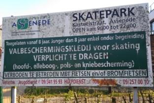 """Infobord van skatepark is hopeloos gedateerd: """"Gemeentehuis heeft al 15 jaar ander adres"""""""