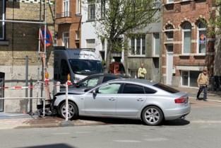 Verkeersongeval op gevaarlijk kruispunt veroorzaakt stroompanne