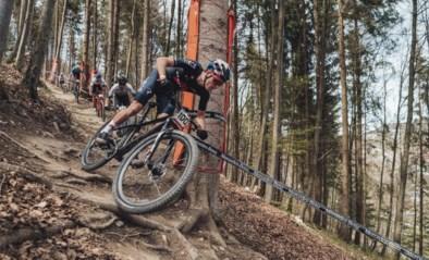 Pidcock (5de) houdt Mathieu van der Poel (7de) af tijdens wereldbeker mountainbike in Albstadt