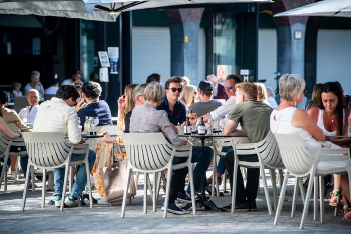 """Unizo en Horeca Vlaanderen erg tevreden over heropening terrassen: """"Als we regels blijven volgen, kan sluitingsuur misschien al snel verlaten"""""""