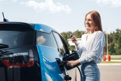 Je elektrische wagen opladen kost niet overal hetzelfde: waar doe je dat het best en hoeveel kost het?