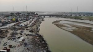 Tientallen mogelijke coronadoden aangespoeld op oevers Ganges