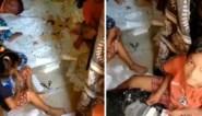 Kinderen in Indiase sloppenwijk verpakken coronatesten in onhygiënische omstandigheden