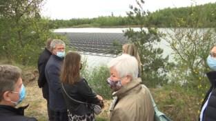 Zonnepanelen op het water voorzien het Terhills Resort van groene stroom