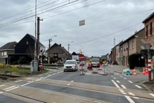 Bestuurders die rood licht aan spooroverweg negeren meteen rijbewijs kwijt