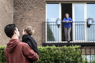 """Hoezo, thuis mogen we nog altijd maar vier personen zien? """"Bizarre beslissing"""", vindt motivatiepsycholoog"""