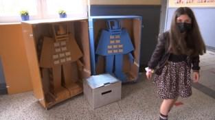 Kunstenaar Koen Vanmechelen verzamelt kinderwensen in Limburgse scholen