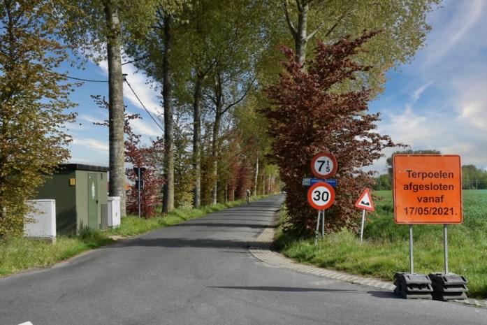 Terpoelen een maand afgesloten voor aanleg nieuw wegdek