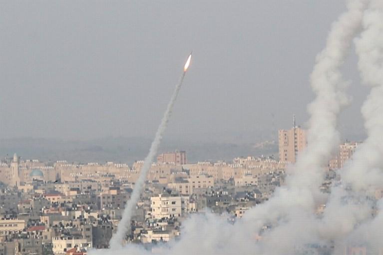 """Israël bombardeert Gaza na raketaanvallen, Netanyahu: """"Hamas heeft rode lijn overschreden"""""""