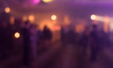 Verraden door geparkeerde wagens en muziek: politie deelt 39 pv's uit voor verjaardagsfeestje van steenrijke ondernemer