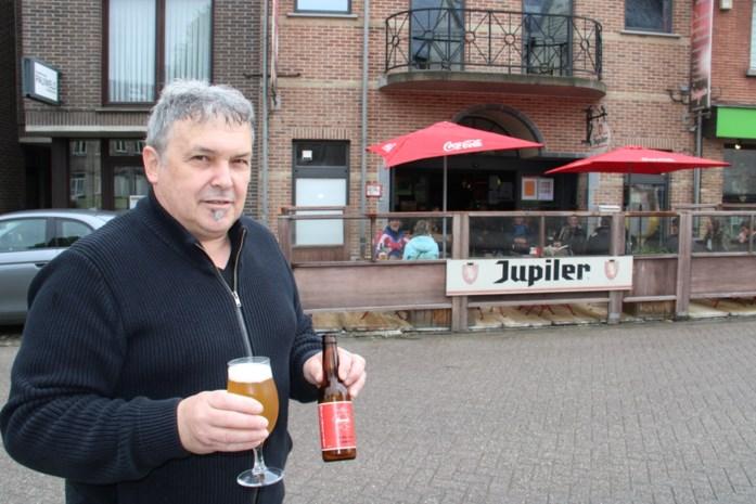 """Cafébaas Dieter (61) lanceert eigen tripel: """"Echte dorstlesser met kruiden van gin"""""""