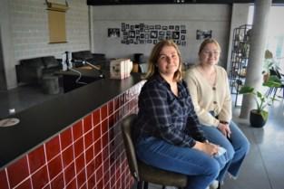 """Lindsey opent na Café Glacé nu ook Cultuurcafé CC Het Applauws: """"Zot zijn doet geen zeer"""""""