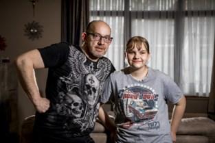 """""""Mijn dochter (13) is twee keer uit bus gezet omdat ze veel hoest door reflux"""""""