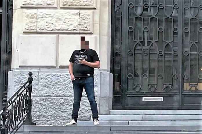 Buurman valt tiener jarenlang lastig met seksuele berichten