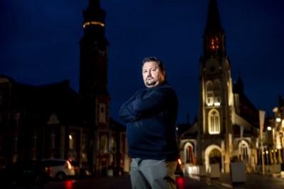 Wie is Dirk Selis, de man die burgemeester Veerle Heeren aan het wankelen bracht?