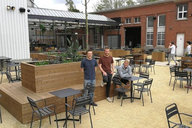 De Bloemfabriek in Geel-Ten Aard stelt opening één dag uit na verslag brandweer