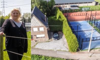 """Buurvrouw Ria dreigt met juridische acties tegen padelvelden: """"14 uur per dag geroep van spelers"""""""