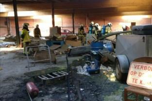 Kwajongens stichten brand in leegstaande loods