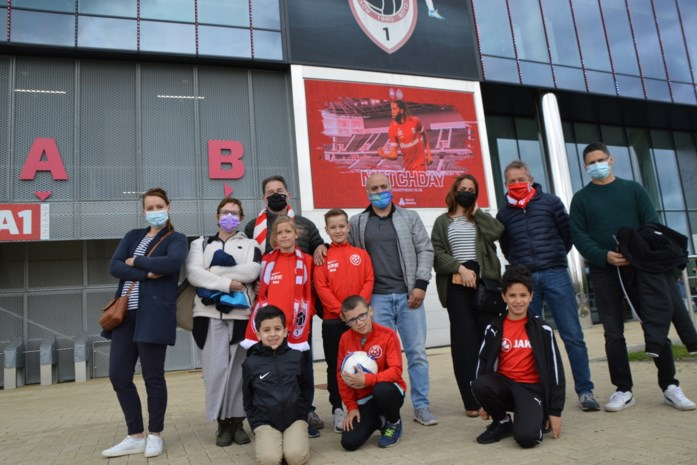 """Voetballertjes met autisme eregast tijdens Antwerp-Brugge: """"Eerste keer dat ze echte match zien"""""""